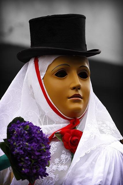 Maske aus Sardinien. Der Karneval beginnt hier mit den Feuern von Sant'Antonio am 16./17. Januar